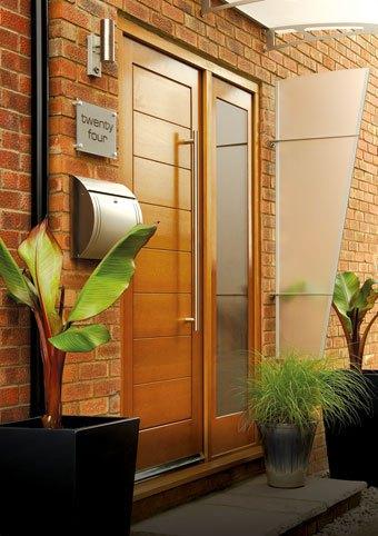 Modena Oak Front Door with Sidelight